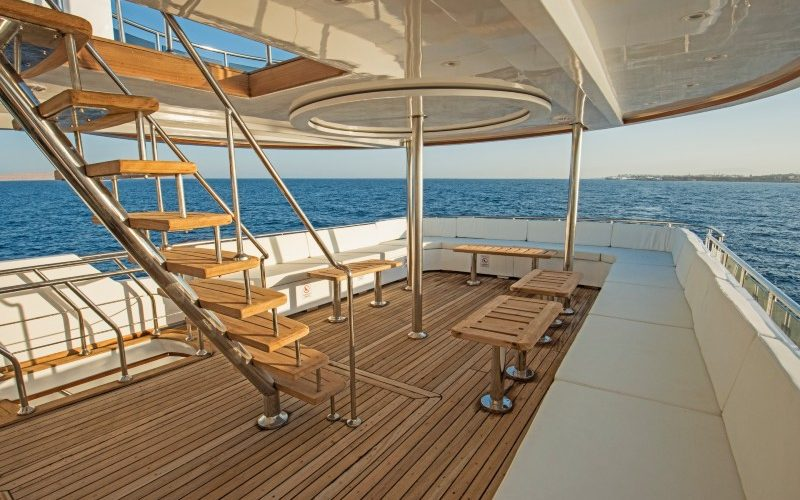 Choosing the Best Boat Flooring For Look, Design and Durability